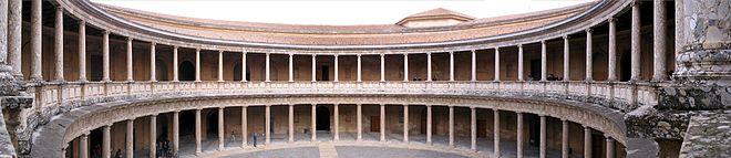 Vista panorámica del interior del Palacio de Carlos V.