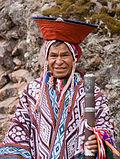 رجل من بيساك الأنديزية بلباسه التقليدي