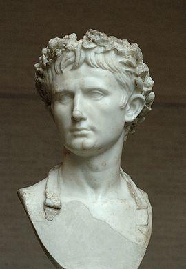 """Postuum portret van Imperator Caesar Augustus met corona civica (zogenaamde """"Augustus Bevilacqua""""-buste, 45-50, Glyptothek München)."""