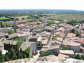 Le village d'Aureille vu depuis le château.