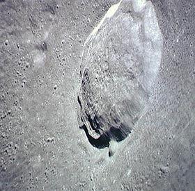 Autolycus crater Apollo 15.jpg
