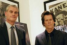 Kevin Bacon et Michael Strobl, dont il incarne le rôle dans Taking Chance