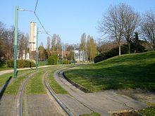 Voie d'accès aux ateliers traversant le parc de la Bergère à Bobigny.