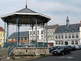 La Grand-Place et l'hôtel d'Arenberg, ancien hôtel de ville