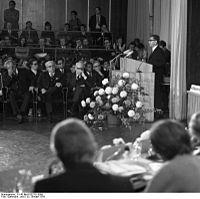 Bundesarchiv B 145 Bild-F032781-0009, Bonn, Tagung Forum für Entwicklungspolitik.jpg