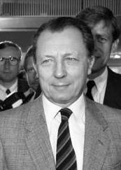 Bundesarchiv B 145 Bild-F078267-0023, Bonn, Ministerpräsidenten mit EU-Kommissar Delors-CROPPED.jpg