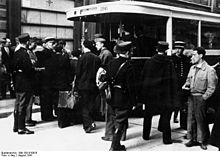 Bundesarchiv Bild 183-B10816, Frankreich, Paris, Judenverfolgung.jpg