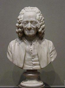 Busto:Voltaire por Jean-Antoine Houdon.