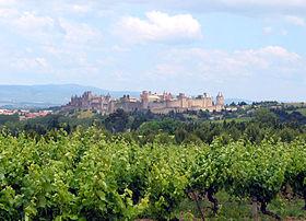 La cité de Carcassonne, au cœur des vignobles.