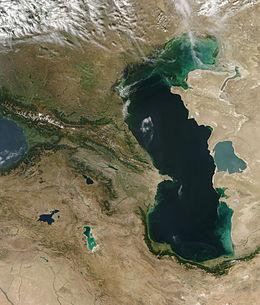 Mer Caspienne vue de l'espace, image satellite de la NASA.