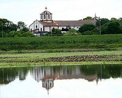 Catedral de Pilar Reflejada en el Agua.jpg