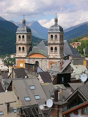 Vue de l'ancienne collégiale Notre-Dame-et-Saint-Nicolas