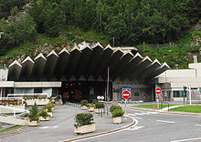 Photographie de l'entrée du tunnel du Mont-Blanc, côté France