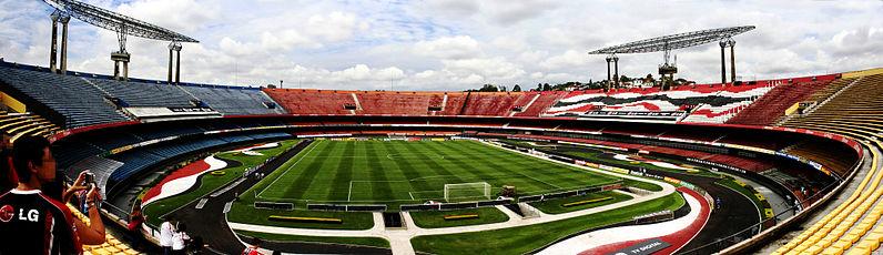 Foto panorâmica do estádio visto a partir do setor de arquibancadas amarelas. (Imagem: tales.ebner)
