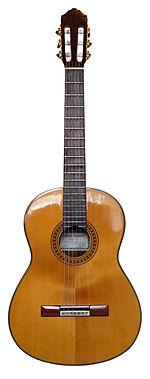 Une guitare classique.
