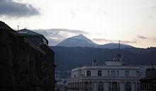 Image illustrative du sommet du Puy de Dôme depuis la place Sugny