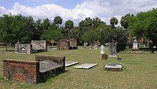 Photographie de plusieurs tombes et pierres tombales du cimetière de Savannah où a eu lieu le tournage de Minuit dans le jardin du bien et du mal
