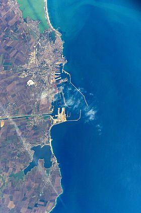 Vue satellite de Constanța et de son port