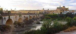 Vue générale de Cordoue: le Guadalquivir,le Pont romain et l'ancienne Grande mosquée