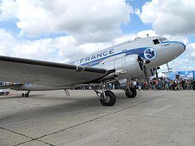 Malgré sa décoration, cet avion maintenu en état de vol par France DC-3 n'a jamais appartenu à Air france. Il s'agit d'un C-47A-1-DL sorti d'usine en mars 1943.