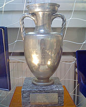 The old Henri Delaunay Trophy awarded from 1960 to 2004