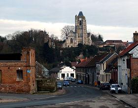 L'église aperçue depuis la rue Guillerand.