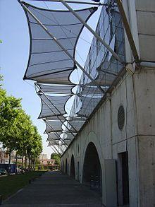 Photographie montrant l'École d'architecture de Lyon à Vaulx-en-Velin