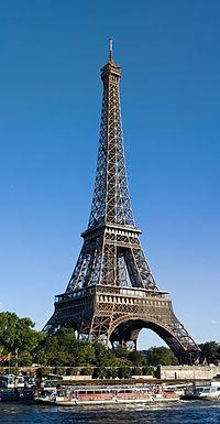 La tour Eiffel vue depuis le nord.