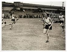 Photographie d'une course féminine dans les années 1930