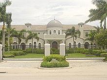 Photo de la façade de la Florida Atlantic University.