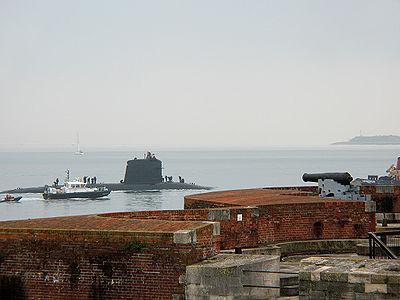 L'Améthyste entant dans las base navale de Portsmouth le 6novembre 2008