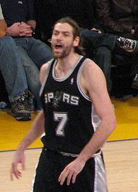 Fabricio Oberto avec les Spurs.