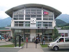 Bâtiment voyageurs et entrée de la gare.