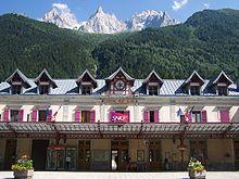 Photographie de la gare de Chamonix, vue de la place de la gare