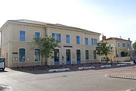 Gare de Pertuis façade extérieure