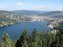 Ville et lac vus de la Tour de Mérelle