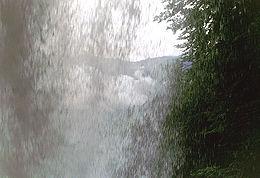 Derrière les chutes de Giessbach.