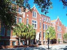 Photo de la façade de l'université de Floride.