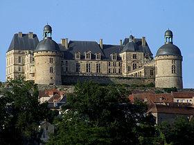 Le château dominant le village