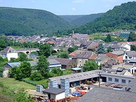 Le village, avec les établissements Raymond Barré au premier plan