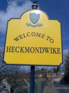 Heckmondwikesign.jpg