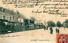 Carte postale de 1905 montrant une rame de l'Arpajonnais à Montlhéry, tractée par la locomotive bicabine n°17 et composé de voitures de nombreux types, dont une à impériale