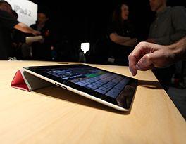 De iPad 2, in combinatie met het accessoire 'Smart Cover'