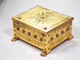 Larnax en or de la tombe de Philippe II de Macédoine représentant le «soleil de Vergina»