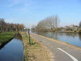 Oude Rijn met het jaagpad, nu fietspad, erlangs bij Nieuwerbrug