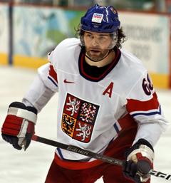 Photographie de Jaromír Jágr avec le maillot blanc de la République tchèque