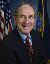 James E. Risch, official Senate photo portrait, 2009.jpg