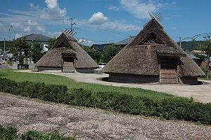 Reconstrucción de una vivienda del período Yayoi.