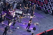 Kelly Clarkson et son groupe répétant pour le Live Earth en 2007