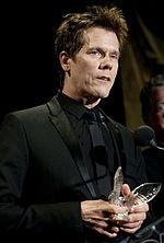 Kevin Bacon reçoit le Merit Award décerné par l'United Service Organizations